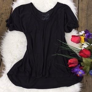 🌺 lightweight v neck top🌺